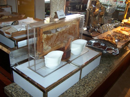 Shangri La Barr Al Jissah Resort & Spa-Al Bandar : buffet PDJ