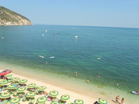 Camping Fontana delle Rose: spiaggia mattinatella