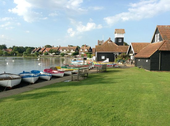 The Dolphin Inn : Down at the Boating lake