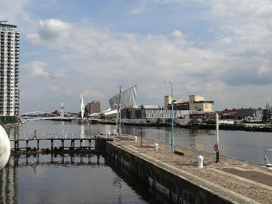 Manchester Ship Canal : Arriving at Salford Quays