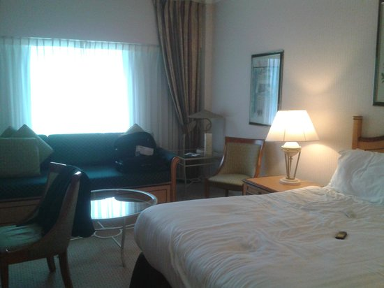 Golden Jubilee Conference Hotel: Room