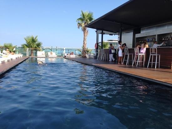 Piscine ext rieure 27eme tage picture of renaissance for Renaissance piscine