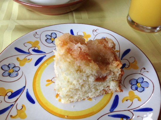 The Borland B&B and Brunch House Restaurant: Morning coffee cake - so tasty!