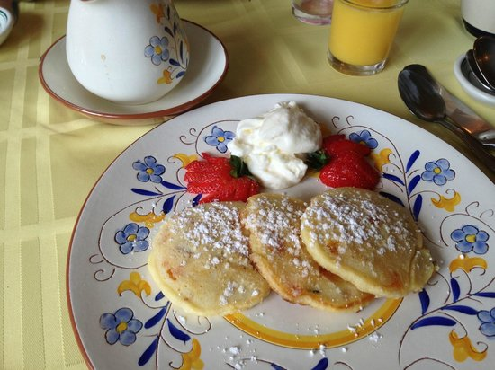 The Borland B&B & Brunch House : Almond apricot pancakes - delicious!