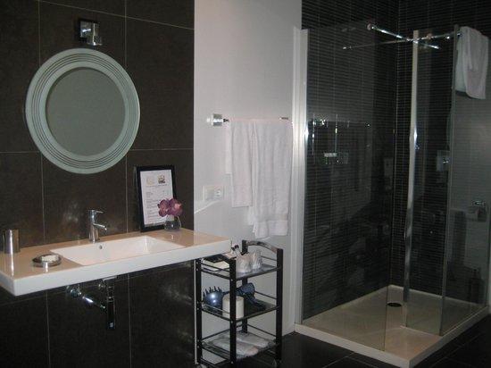 Hotel L'Avenida: bathroom