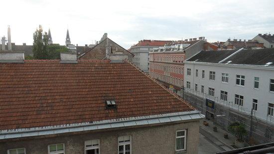 Hotel Caroline : a view from bathroom