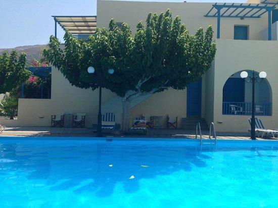 RK Beach Hotel: hotel aussen