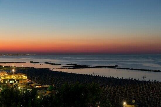 ... passeggiata - Foto van Hotel Belsoggiorno, Cattolica - TripAdvisor