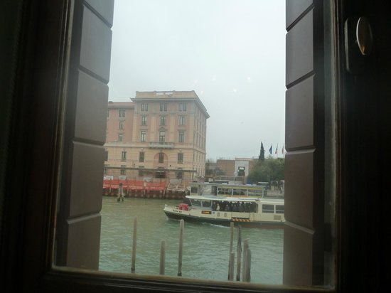 Hotel Carlton on the Grand Canal: view of canal