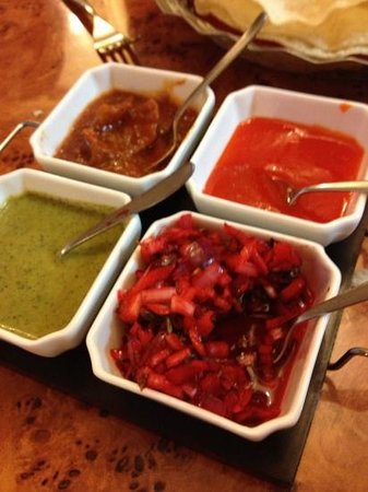 Golden Bengal Tandoori Restaurant & Takeaway: Lovely pickle tray...