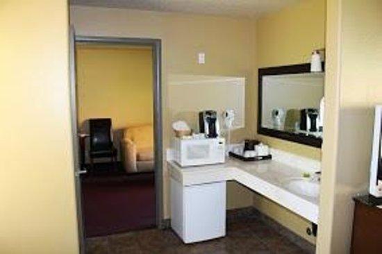Driftwood Lodge : coin lavabo (séparé de la salle de bain)