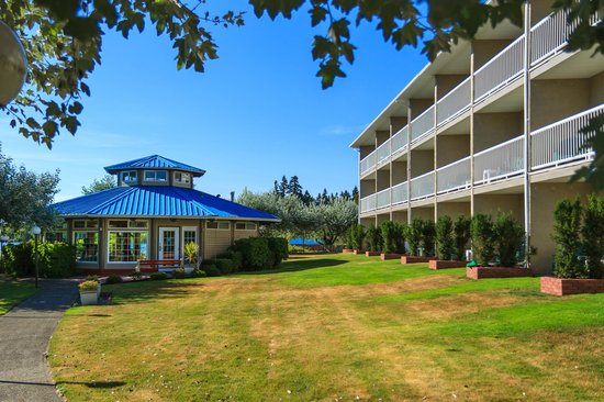 The Inn on Long Lake: Grounds