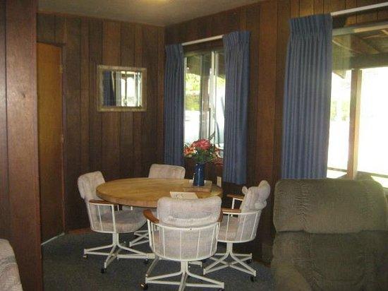 Herrington's Sierra Pines Resort: Dining area