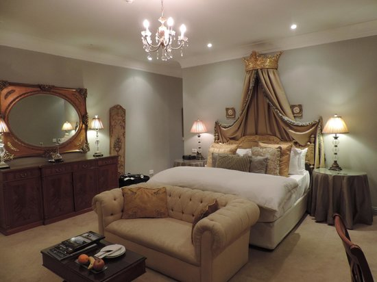 Fairlawns Boutique Hotel & Spa : bed
