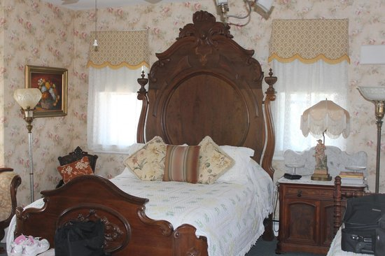 Windward House: Queen-size bed