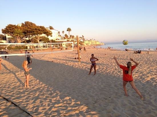 Laguna Cliffs Marriott Resort & Spa: Volleyball just before sunset at Main Beach