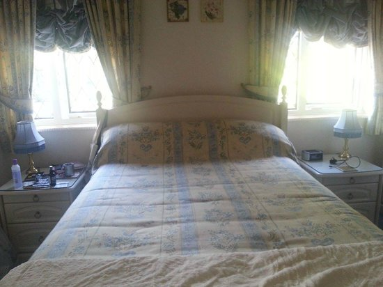 Pineview Guesthouse: white room