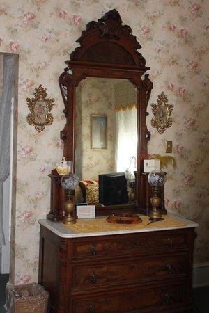 Windward House: Victorian stylings