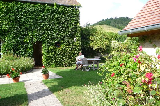 Au Bon Marechal : House and gardens.