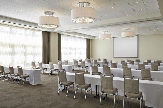 Four Points by Sheraton Kelowna Airport: Meritage Ballroom - Classroom set up