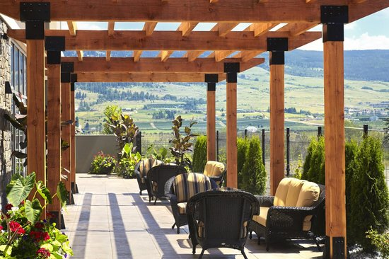 Four Points by Sheraton Kelowna Airport: South Terrace
