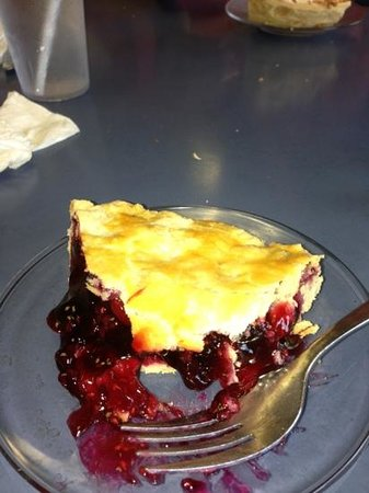 Darrow's Family Restaurant : Awesome homemade 4 berry pie, crust super flaky!!!