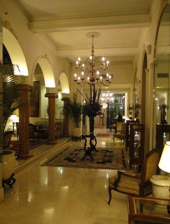 Melia Recoleta Plaza: elegant lobby