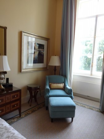 Four Seasons Hotel Lion Palace St. Petersburg: Comfortable furnishings.