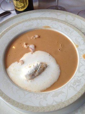 Humarhusid: zuppa di aragostelle
