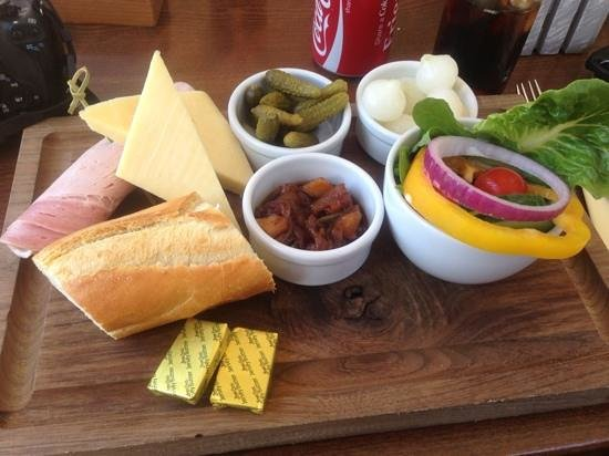 Le Gouffre Cafe and Restaurant: cheese and ham ploughmans