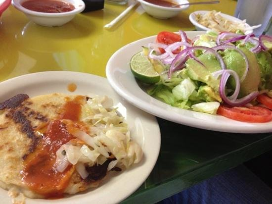 El Carbonero: pupusa and ensalada carbonera