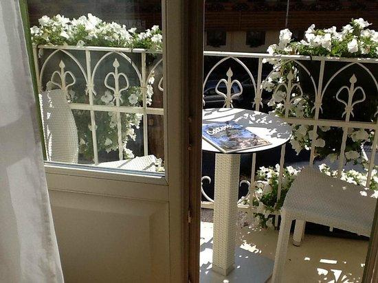 Grand Hotel Savoia: balconcino fiorito