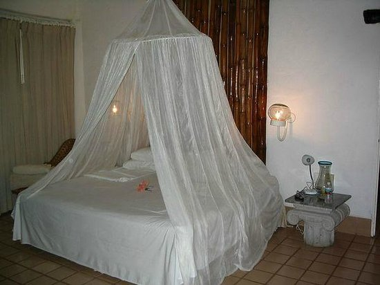 Club Cascadas De Baja: Double Bed With Canopy, Candles U0026 Flower On Bed After