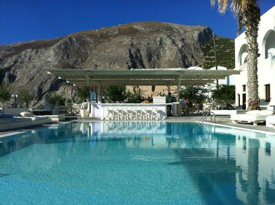 Bellonias Villas: Stunning backdrop to the pool