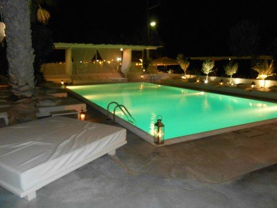 Bellonias Villas: The pool by night