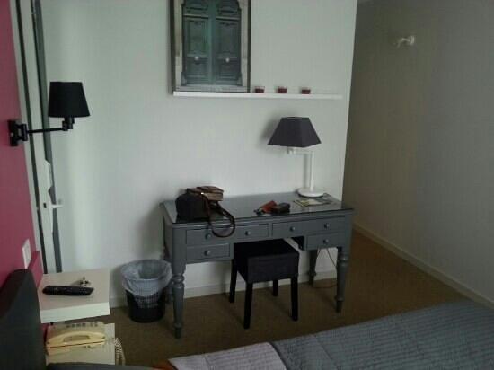 Hotel Les Voyageurs : petit bureau