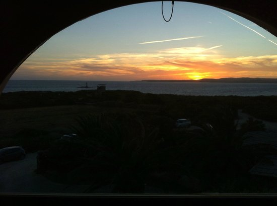 Hotel Luci Del Faro : The bay and the lighthouse at sunset, from the room's window