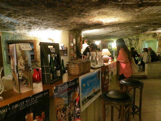 La cave aux moines : le restaurant les pieds bleus