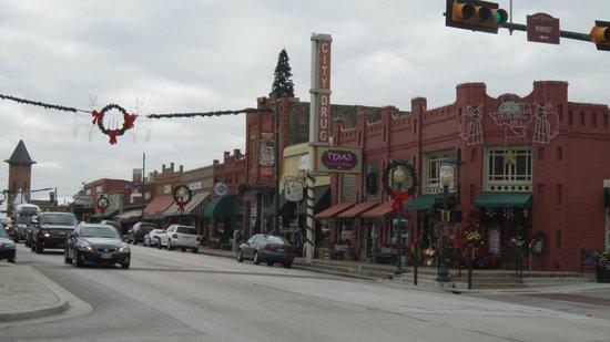 Big Fish Seafood Grill & Bar : rue centrale où se trouve le Big Fish
