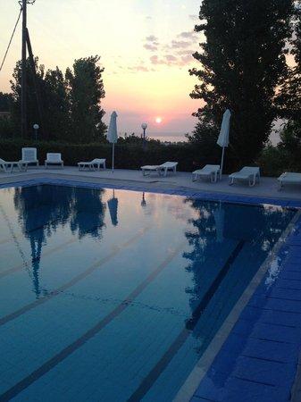 Afandou Sky Hotel: La piscine à L'aube