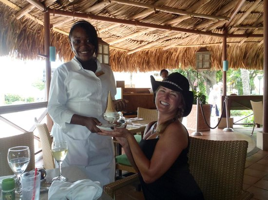 Sunscape Curacao Resort Spa & Casino: Mismeilin wishes me a happy birthday.  She was a sweet heart!