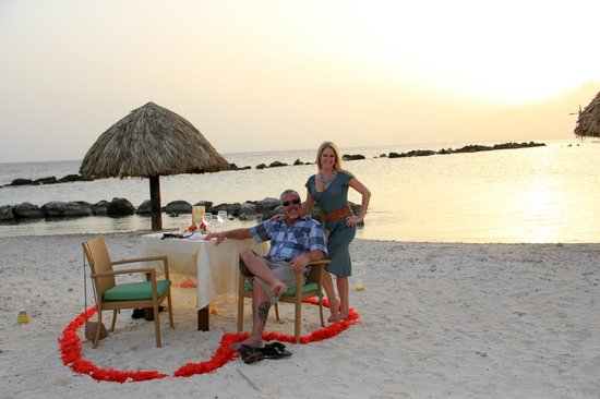 Sunscape Curacao Resort Spa & Casino: Our Romantic Dinner on the beach was delicious!