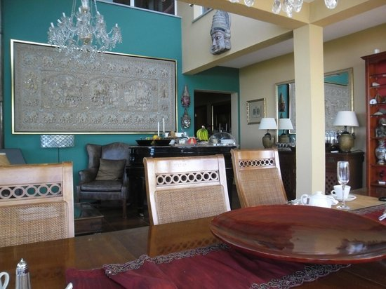 Summerplace Guesthouse : Lounge during breakfast, breakfast buffet served on piano