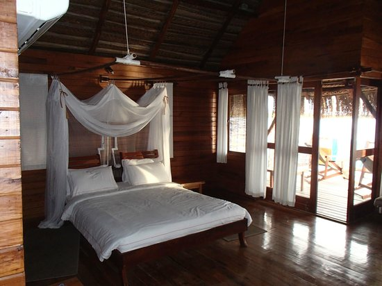 Flamingo Bay Water Lodge: room