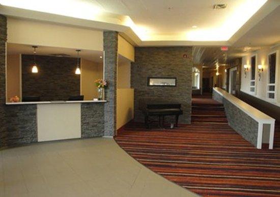 Quality Hotel Drumheller: Front Desk