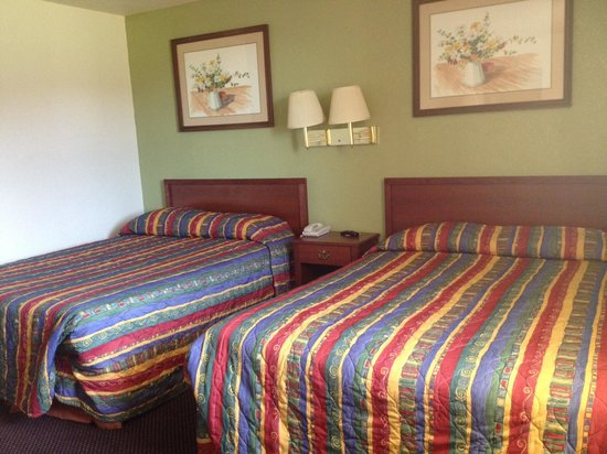 Farmington Inn: Room 105