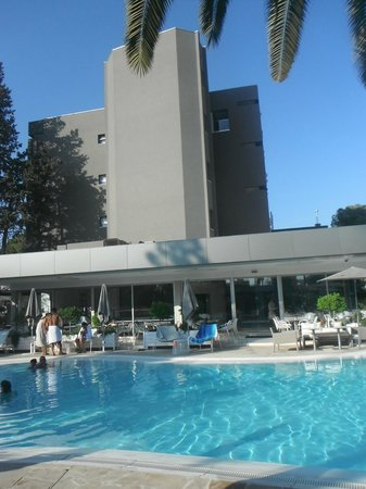 Alasia Hotel: Hotel view from pool