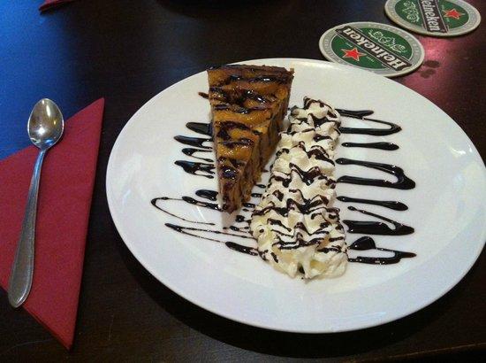 San Cirillo: Torta di mele con panna montata