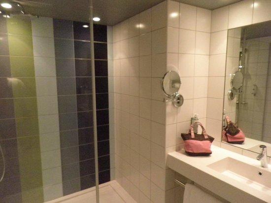 Le Cinq Hotel : salle de bain