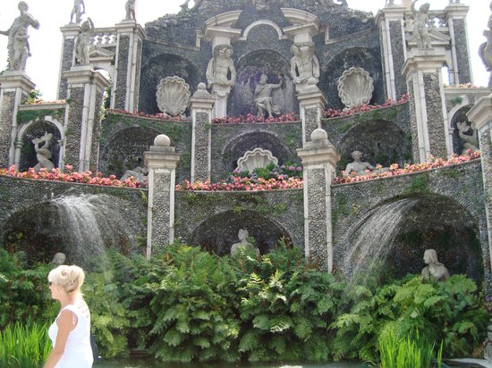 Isola Bella: The Tiered Garden With Statues